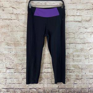 Vogo Athletica black Capri active leggings size M